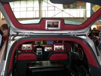 экранов в машине мало не бывает :)