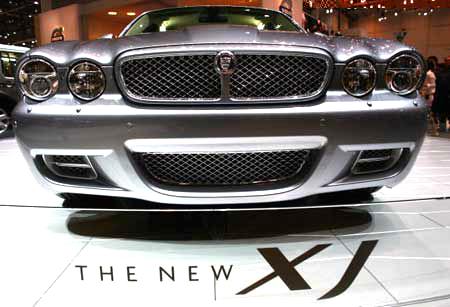 Jaguar XJ на 77-м Международном автошоу в Женеве Фото: Jeff J Mitchell/Getty Images